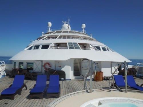 Forward deck and bridge of Windstar Star Legend