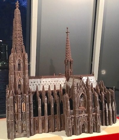 A model of the Cologne Cathedral was created in chocolate.