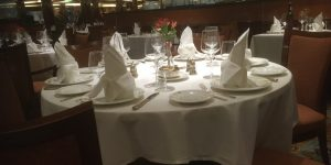 Do's and Don'ts of Engaging With Your Cruise Tablemates