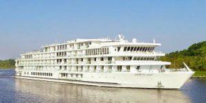 Popular entertainer Jon England returns to cruise ship this week