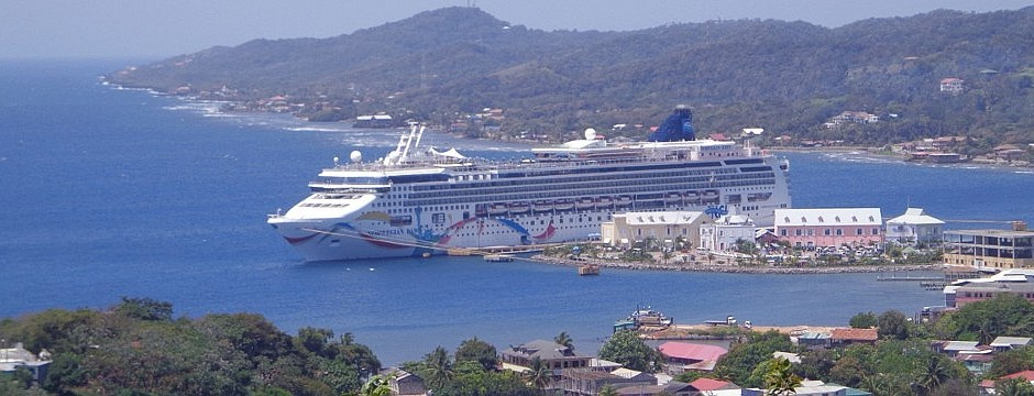 Cruise Ship in Roatan